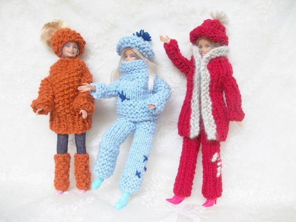 Strickgarnitur für Puppen, 3 verschiedene Garnituren, sehr schön im ...
