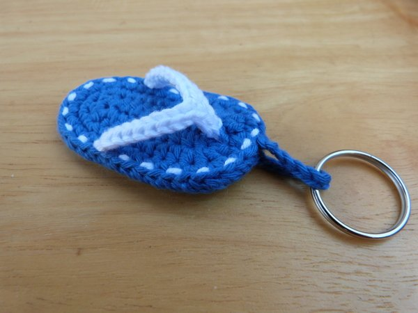 745e6be07eb60 Crochet pattern for a cute key chain