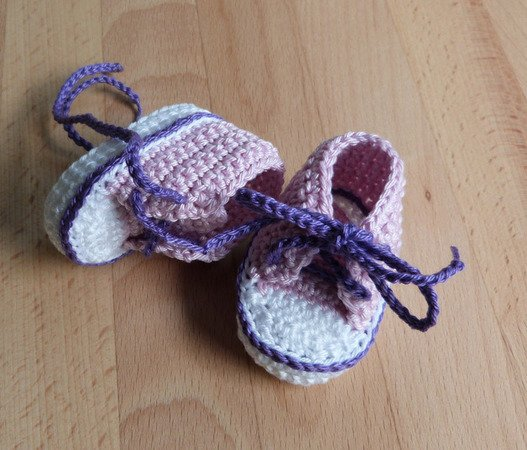Crochet pattern for lovely doll's trainers