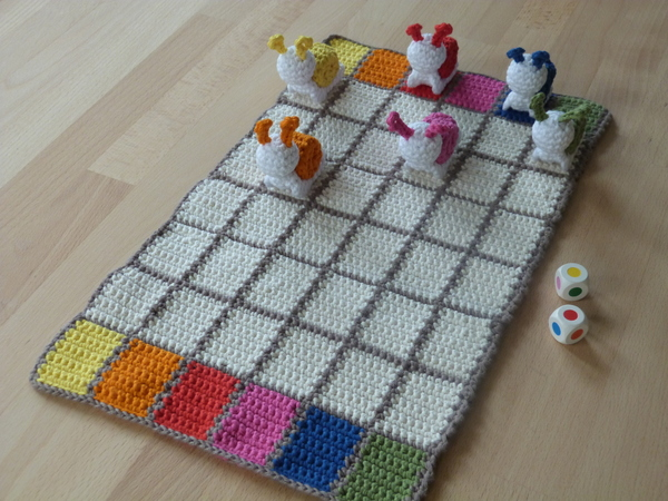 "Crochet pattern for a funny family game ""Snail race"""