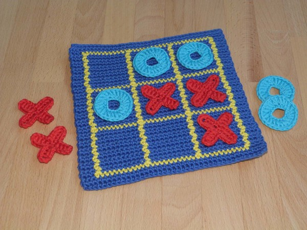 "Crochet pattern for a popular family game ""Tic tac toe"""