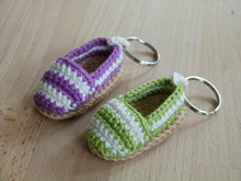 "Crochet pattern for a cute key chain ""Espadrille"""
