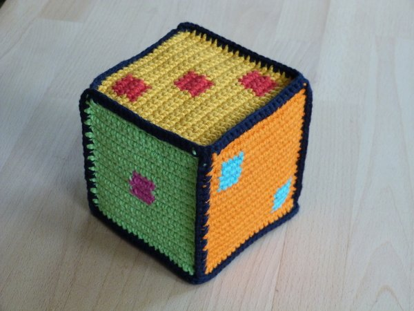 Crochet pattern for a cube with numbers