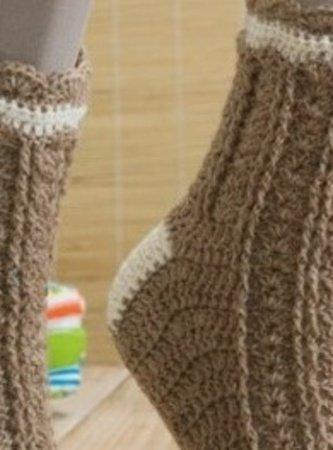 Socken Häkeln mit Musterstreifen und Bogenrand