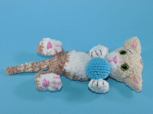 Kleine Katzen - Häkelanleitung | Tier häkeln kostenlos, Amigurumi ... | 450x600