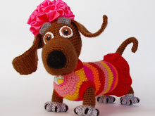 Amigurumi dog pattern for Lady Dachshund. Crochet colorful tabby dog. New year 2018 symbol
