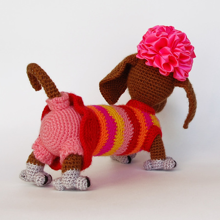Amigurumi dog pattern for Lady Dachshund. Crochet colorful tabby ... | 450x450