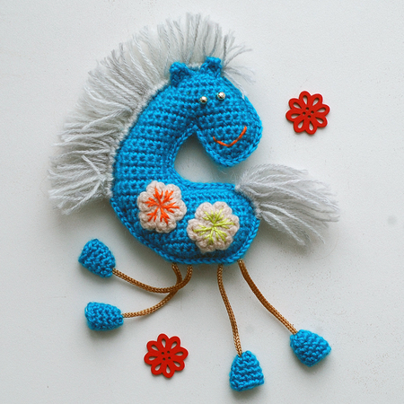 Crochet Pattern for Winter horse souvenir and applique. Amigurumi pony pattern.