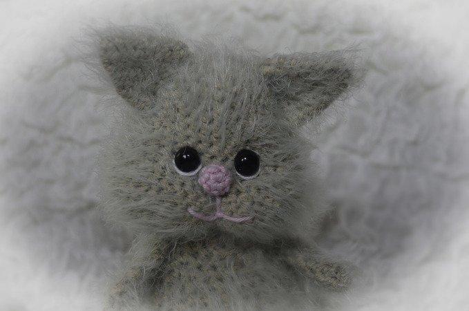 Glückskatze mit Maus sitzende Variante Katze zu Valentinstag Geburtstag
