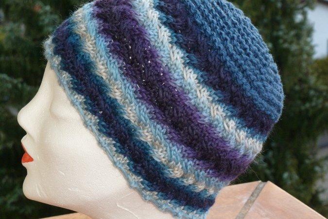 Mütze , gestrickt mit Flechtmuster