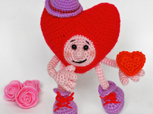 Amigurumi pattern for crochet Heart in love. Valentine's Day gift.