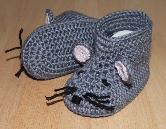 Crochet pattern for cute Baby's Mouse-Booties, 3 sizes