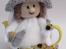 Beekeeper Tea Cosy Knitting Pattern