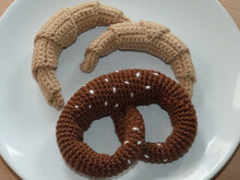 Crochet pattern for croissant and pretzel