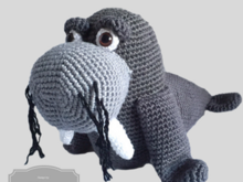 crochet pattern for a walrus, clearly described in German(Deutsch) Englisch and Dutch