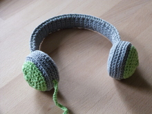 "Crochet pattern ""ear-phones"" for children and dolls"