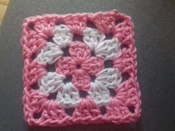 Pink-white crochet granny square pattern