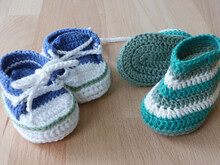 Crochet pattern for doll's trainers and boots