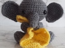 Crochetpattern Elephant with Blanket