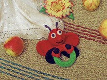 Rattle ladybug Pattern crochet rattle baby newborn teething ring with wooden beads ring, rattle, baby shower gift.