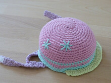 Crochet pattern for a doll's bicycle helmet