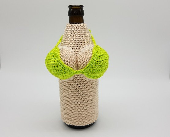 Kostenlose Häkelanleitung für einen Bierflaschenanzug
