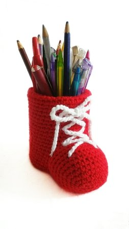 Crochet pattern for pencil holder shoes PDF english-deutsch-dutch ternura amigurumi