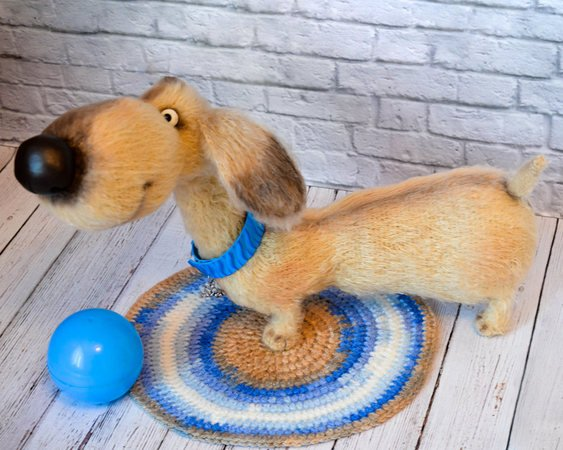 Schnitzel the Dachshund | Free Crochet Pattern | Hooked by Kati | 450x563