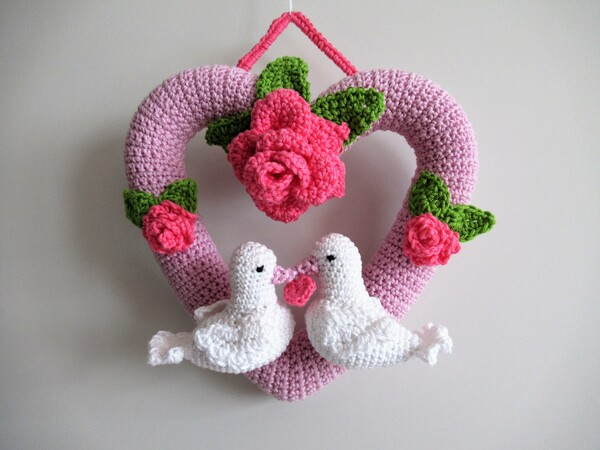 Häkelanleitung: Türkranz Herz mit Tauben