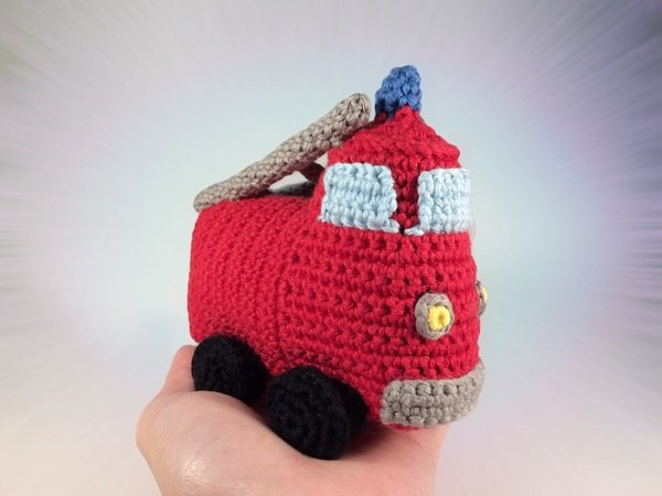How to crochet a cuddly little fire truck