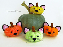 Amigurumi pattern for Halloween pumpkin cat. Crochet Halloween souvenir