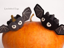 Amigurumi pattern for Halloween pumpkin bats