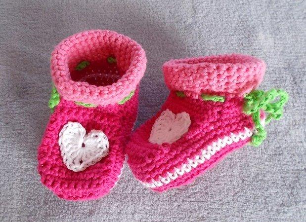 Babyschuhe mit Herz - Häkelanleitung