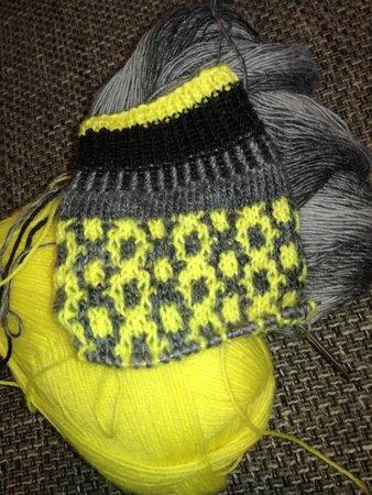 Strickanleitung für Socken *Bienenstich* Socken aus Wollresten mit ...