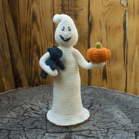 Amigurumi pattern for the Halloween Shimmering Ghost