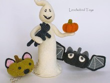 Amigurumi Halloween pattern for the Ghost, pumpkin cats and bats