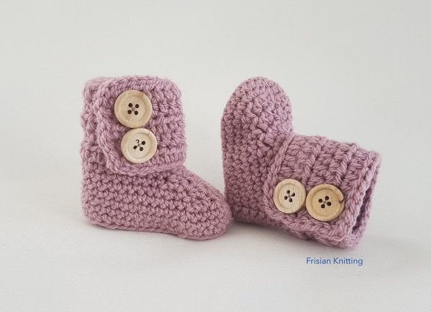 Crochet pattern baby booties