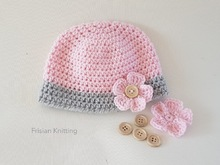 Pattern hat with flower