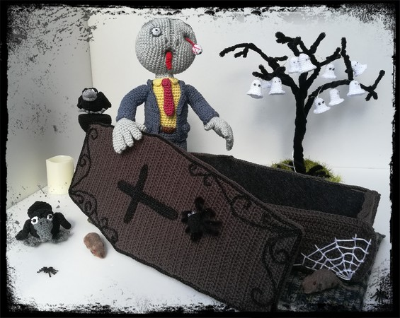 halloween deko h keln zombie mit sarg. Black Bedroom Furniture Sets. Home Design Ideas
