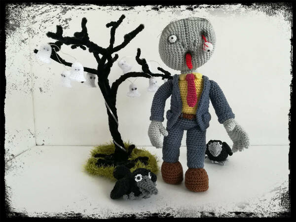 Trick or Treat - Zombie Waldemar with tree and raven - crochet pattern