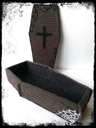 Trick or Treat - coffin with candlesticks - crochet pattern