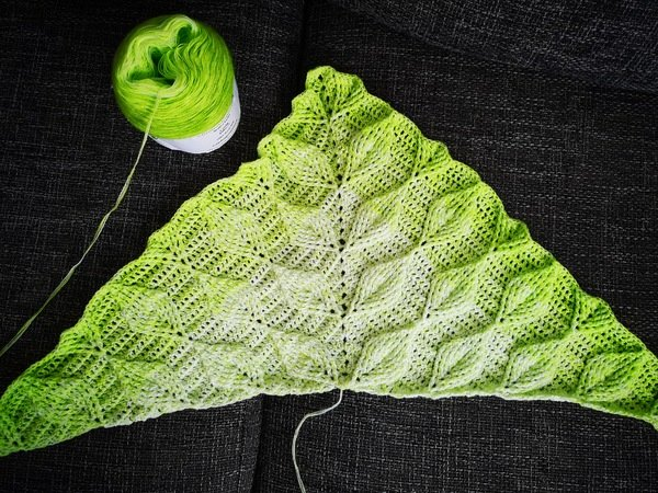 Tuch Häkeln Blättermotiv Büschelmaschen