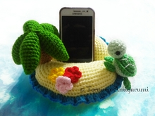 Island crochet pattern support for smartphone PDF english- deutsch-dutch ternura amigurumi