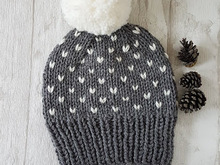 Knit pattern hat little hearts / snowflakes