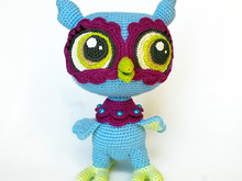Amigurumi owl pattern. Crochet flower owl bird with big eyes