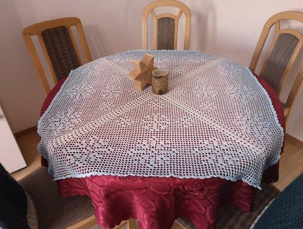 Tischdecke häkeln // Schneeflocken-Motiv