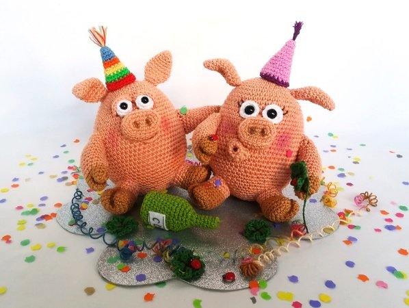 New Year's Eve Party Pigs - Crochet pattern