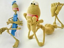 002 Crochet Pattern - Frog Kvak toy with wire frame. With 3 hats and scarf - Amigurumi PDF file by Astashova CP