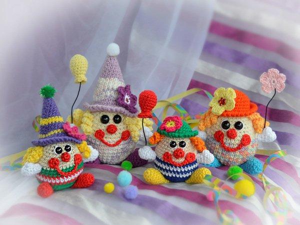 Kleine Lustige Clowns Die Konfettis Farbenfrohe Gute Laune Bringer Und Fasching