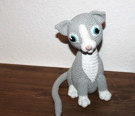 Trixie the cat crochet pattern in english